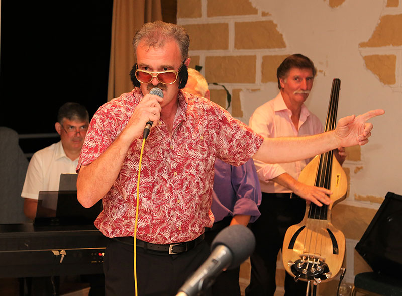 Gary (Elvis) Wood entertaining the Saga jazz fans